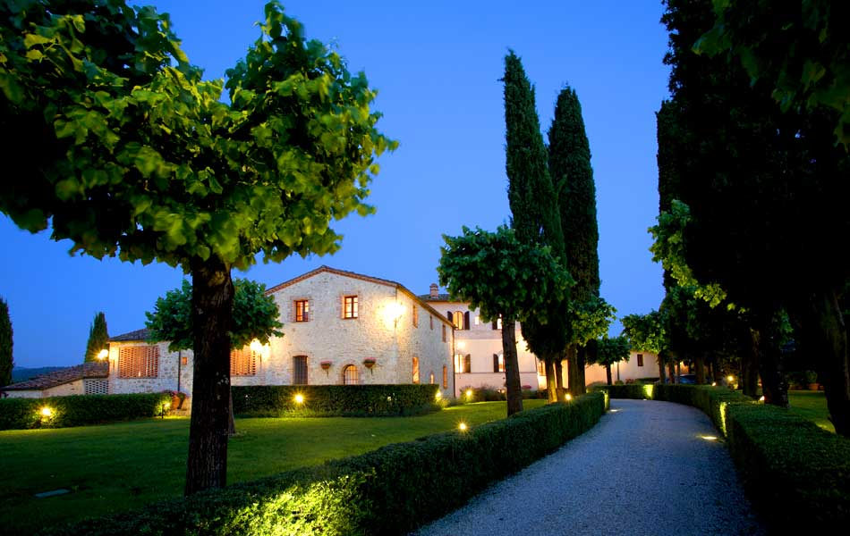 Villa in Tuscany countryside with pool and ancient park.
